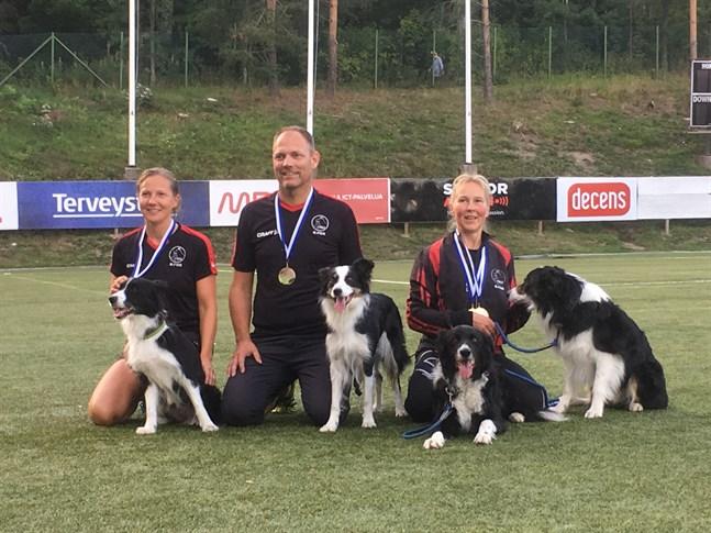 I maxilaget deltog border collie Zeta och Johanna Kronqvist, border collie Ysi och Anders Kronqvist, Sari Lehto och border collie Midas och Wingo.