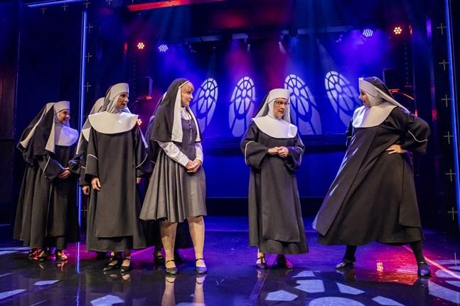 """Också under våren 2020 kan man se musikalen """"Nunnia ja konnia"""" på Karleby stadsteater."""