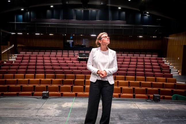 Teaterchefen Åsa Salvesens kontrakt med Wasa Teater löper ut den sista juli.