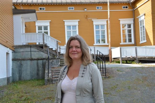 Kursgården Kristinas innegård görs om till en gemenskapsträdgård, berättar Anette Norrgrann.
