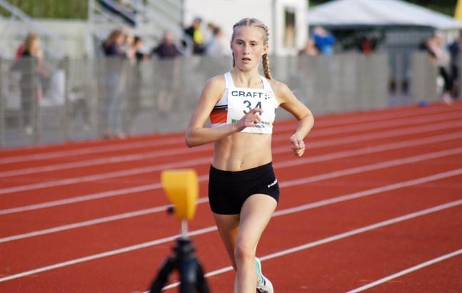Nathalie Blomqvist har dragits med skadebekymmer under våren och sommaren. Hon kommer inte att delta i veckans FM-tävlingar i Åbo.