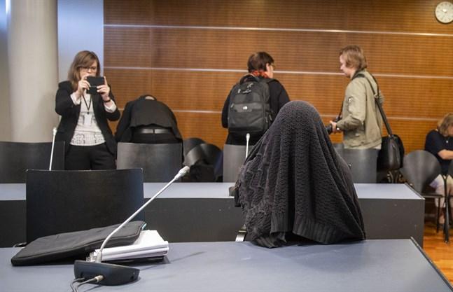 Laihelakvinnan uppträdde iskallt i tingsrätten.
