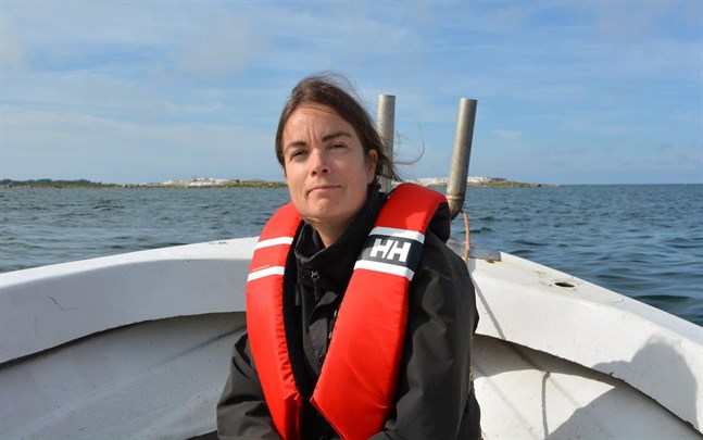 Verksamhetsledare Marina Nyqvist vid Österbottens fiskarförbund vill informera om fiskets betydelse och villkor.