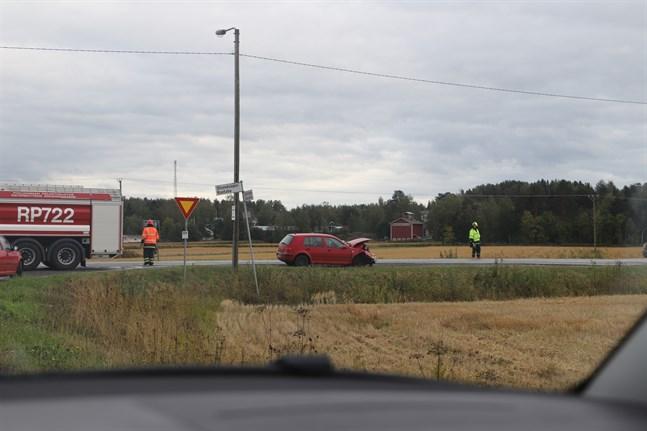 Olyckan inträffade på Strandvägen vid korsningen till Solf.