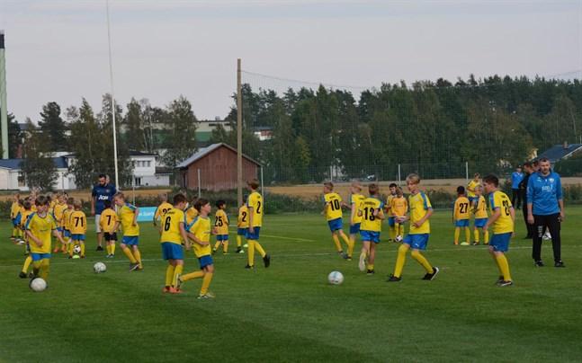 Kraft fotbolls juniorlag visade upp sina färdigheter i matchen Kraft-Kikken 29 augusti i år. Nu startar Kraft ett integrationsprojekt kring fotbollen.