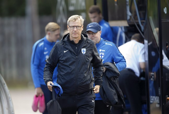 Finlands förbundskapten Markku Kanerva vill inte gå händelserna i förväg. Landslagets läge i EM-kvalet är utmärkt, men hälften av matcherna återstår.