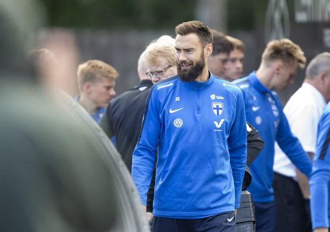 Tim Sparv tvingas titta på från sidan när Finland möter Italien.
