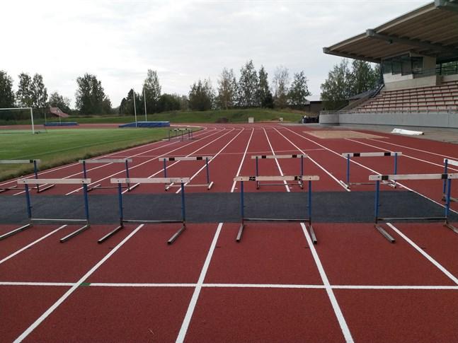 Det är just nu begränsad användning av de nya löparbanorna på Mosedal eftersom reparationsarbeten pågår.