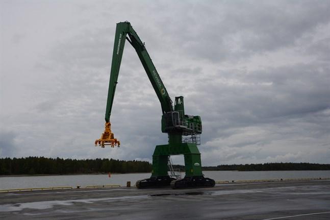 Revisol är en av hamnoperatörerna i Kaskö hamn. Nu planerar företaget ny verksamhet i Kaskö och vill lösa in två industritomter för nya hallar.