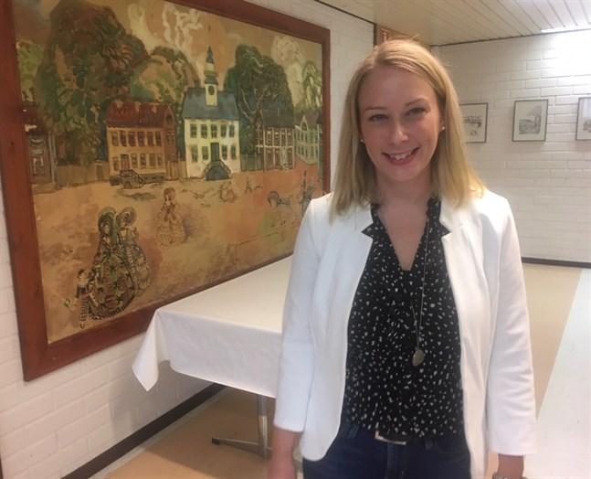 Det är en glad Anna Kotka-Bystedt som vandrar i förvaltningens korridorer dagen efter hon valdes till ny förvaltningschef.