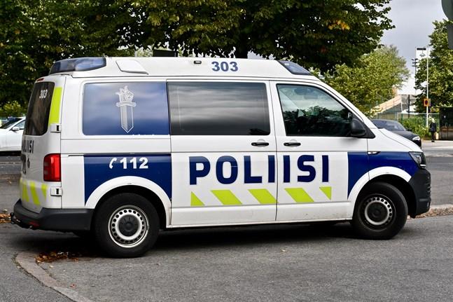 Polisen utreder händelsen i Borgå där en utomstående misshandlade rektorn på Pääskytien koulu på onsdag morgon.