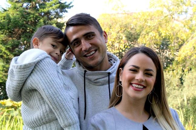 Dárvin Chavez tillsammans med 3-åriga Dárvin Flores Chavez och Yuli Flores.