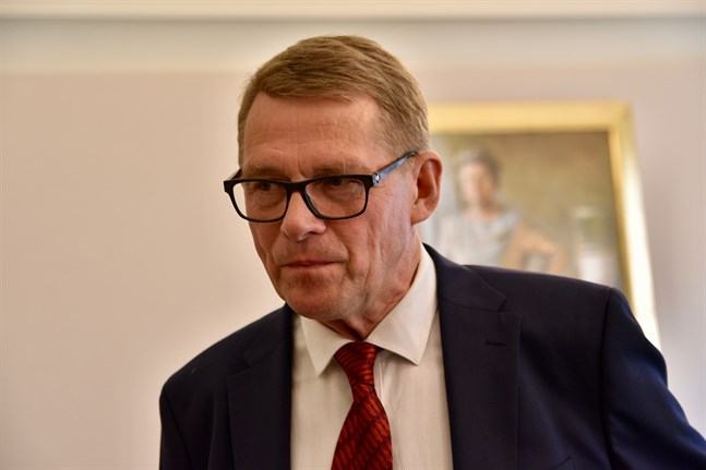 Riksdagens talman Matti Vanhanen (C) är sjukskriven.