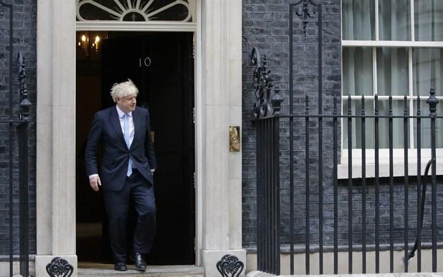 Storbritanniens premiärminister Boris Johnsons brexitstrategi ifrågasätts från flera håll.