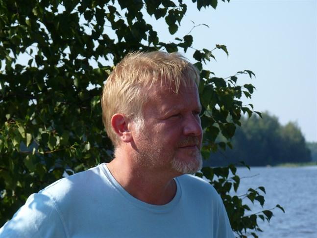 Mårten Holm jobbar inte längre för Yle.