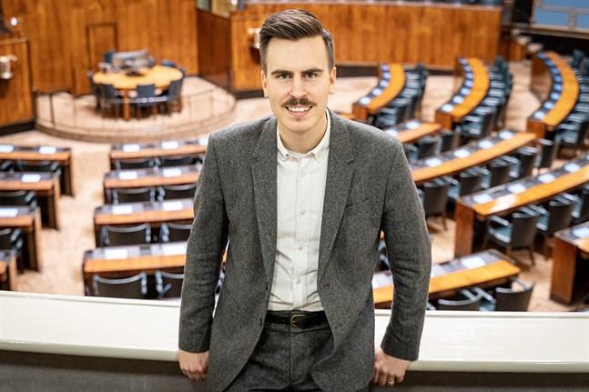 Matias Mäkynen blir riksdagsledamot när Jutta Urpilainen blir EU-kommissionär. Det sker på tisdag 3 december.