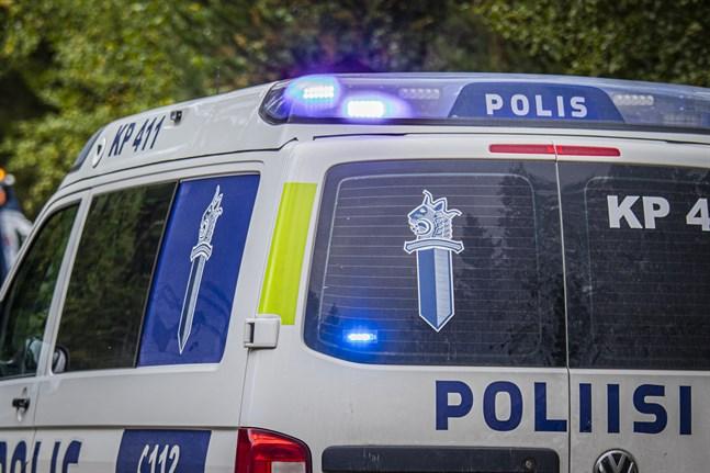 Polisen efterlyser information om en bilist som smet från olycksplatsen.