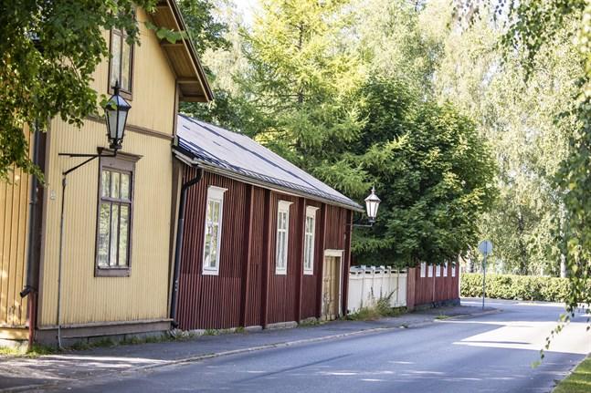 De privata uthyrarna i Karleby fick bra betyg av besökarna och tjänade också hyfsat bra under fjolåret, trots låga dygnspriser. Husen på bilden finns i Neristan och har inget samband med artikeln.