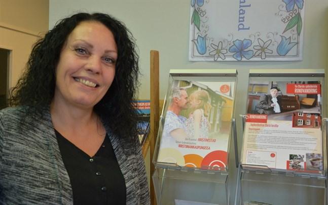 Anita Ahlström på turistinfon i Kristinestad vet vad turisterna önskar.