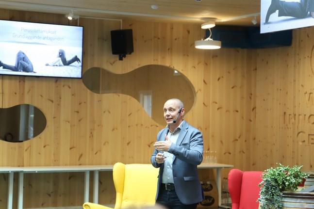 BSFuturisten Niko Helin talade om framtid och förändring på dagens seminarium.