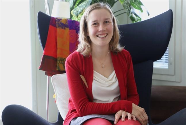 Caroline Doktar är aktiv på många fronter när det gäller folkdans och folkmusik.