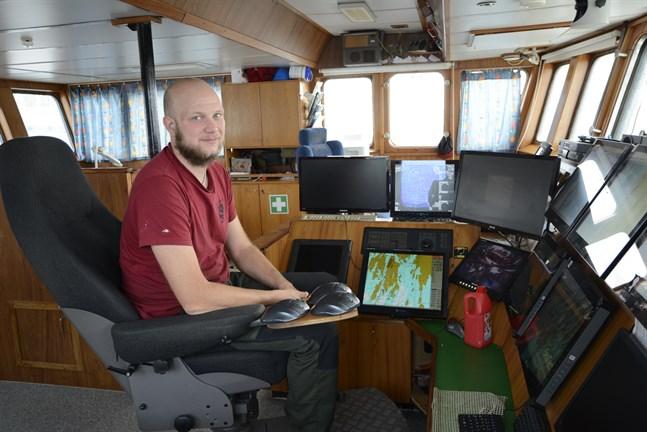 Anders Granfors tycker att det är synd på en dyr och fin båt som Sonnskär att den tvingas ligga i hamn stora delar av året då strömmingskvoten är så liten.