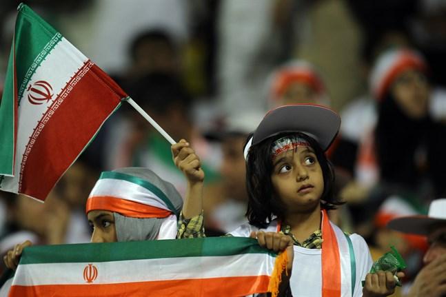 Iran har lovat att kvinnor ska få gå och se landets VM-kvalmatch mot Kambodja i oktober.
