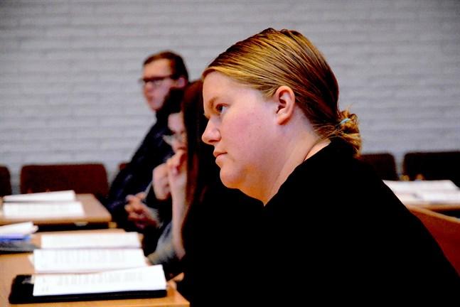 Linda Pellfolk (SFP) hörde till de i Närpes stadsfullmäktige som oroas av de ökande utgifterna, och varnade även för oförutsedda kostnader.