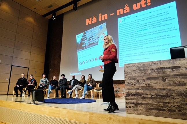 ÖT uppmärksammade vid flera tillfällen välbefinnande och psykisk ohälsa under 2019. Här om skolmiljön med Frida Boisen vid Academill i Vasa.