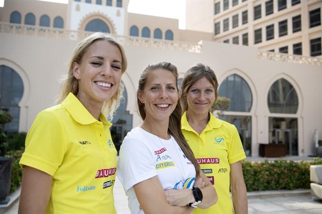 Maratonlöparna Cecilia Norrbom, Charlotta Fougberg och Johanna Bäcklund är alla redo för sitt livs tuffaste mara sett till förhållandena.
