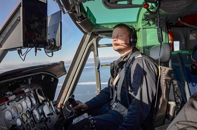 """Peter Wiis på """"kontoret"""", en Bell 212 som har utvecklats från de helikoptrar som användes i Vietnamkriget. Som att köra en traktor, tycker Peter."""