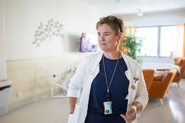 Läget i Korsholm är nu ett helt annat än det var för några veckor sen. Men det är inte läge att sänka garden på något sätt, säger överläkare Sofia Svartsjö.