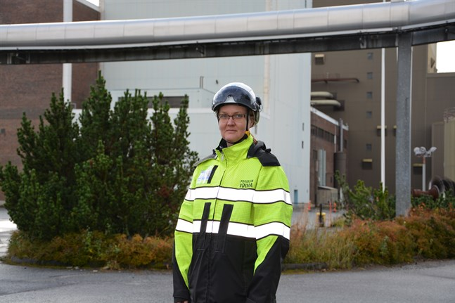 Branden inne i Pohjolan Voimas turbinsal är släckt och röjningsarbetet har tagit vid, säger Heli Nevala, Pohjolan Voima enhetschef i Kristinestad.