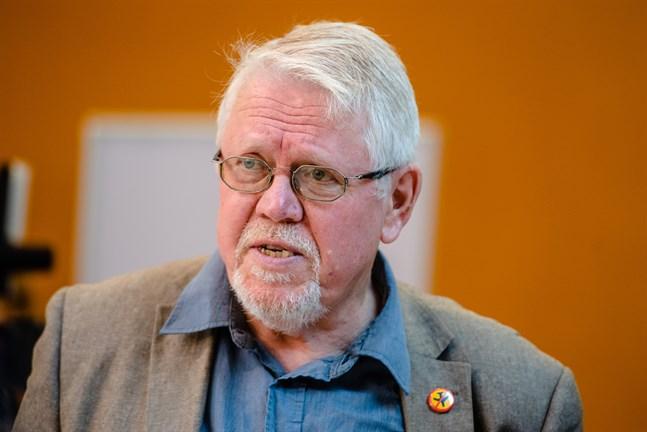 Jakobstadsbördige författaren Lars Sund har beviljats konstnärspension.