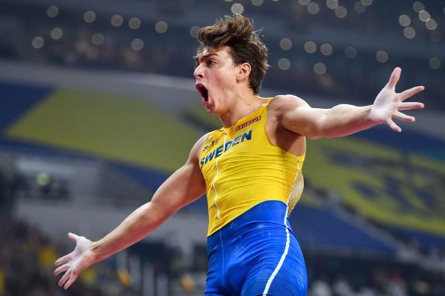 Sveriges Armand Duplantis tog VM-silver efter en rysare i stavfinalen.
