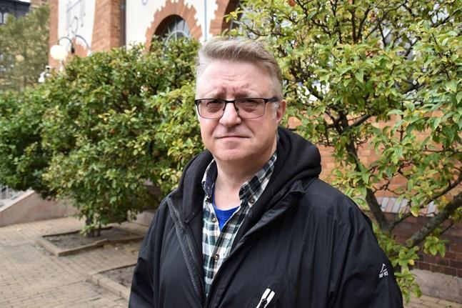 –Många judar tar av sig Davidsstjärnan, berättar inte för sina nya vänner att de är judar eller försöker välja skolor i bättre områden för sin trygghet. Jag tycker det är en ledsam historia, säger Fredrik Sieradzki.