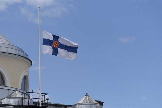 Inrikesministeriet ber hela Finland flagga på halv stång med anledning av skolattacken.
