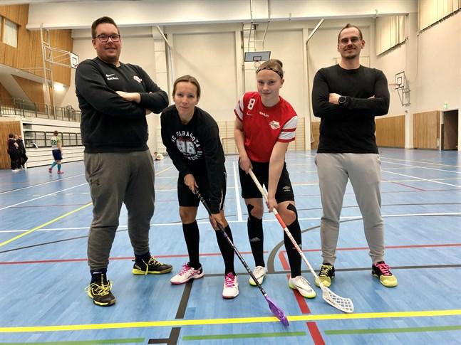 Hans-Henrik Nordström, till vänster, tränar. Linda Dahlmars är rutinerad medan Emmie Dahlgren debuterar. Och Kim Hammarberg är en till av Saragozadamernas tränare denna säsong.
