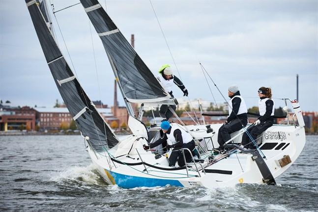 Båtlaget tränar på Norra Stadsfjärden i Vasa.