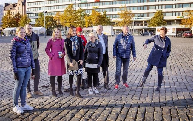 Den nya satsningen är ett samarbete mellan Vasa stad, Visit Vasa, Vasek och Kultur-Österbotten. Organisationerna representeras här av Tiina Salonen, Ilkka Nyqvist, Leena Forsén, Marie Sjölind, Carola Harmaakivi, Mari Katteus, Stefan Råholm, Max Jansson och Laila Schauman.