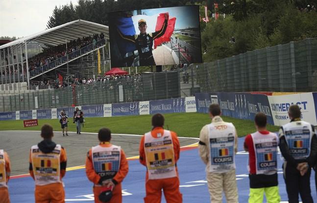 Dagen efter kraschen, som kostade Anthoine Hubert livet och där Juan Manuel Correa skadades, hölls en tyst minut innan formel 1-loppet på belgiska Spa.