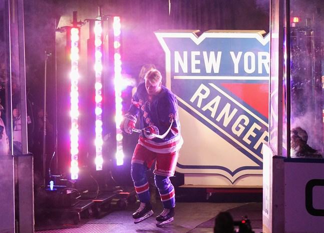 Kaapo Kakko debuterade för New York Rangers i höstas. Hur det blir med eventuellt NHL-slutspel är osäkert – Kakko har diabetes och hör således till riskgruppen.