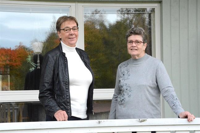 Gun Forsman och Märta Backlund hoppas att Närpes pensionärsförening får ännu flera medlemmar. Men de är redan Svenskfinlands största.