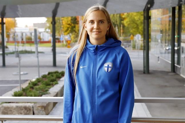 Ria Öling från Vasa har en stor roll i damlandslaget och fick sitt första landslagsuppdrag för fem år sedan.
