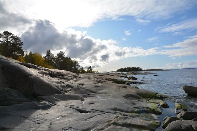 Många turister vill ha naturupplevelser. Kanonviken mellan Skatan och Björnön i Kristinestad är ett populärt rekreationsområde.