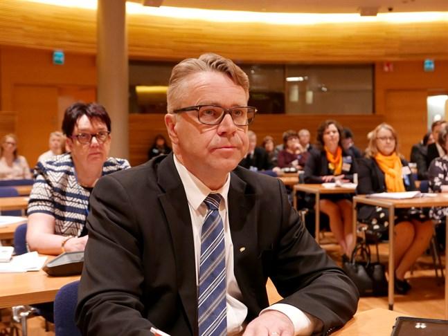 Inte heller oppositionspolitikern, riksdagsledamot Peter Östman (KD), hittar något i budgeten att kritisera när det gäller rent finlandssvenska frågor.