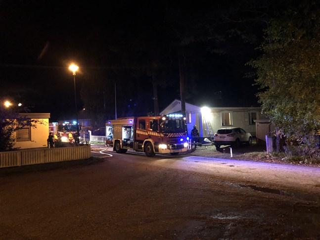 Branden började strax efter klockan 23 på Tallmogatan i Kråkholmen.