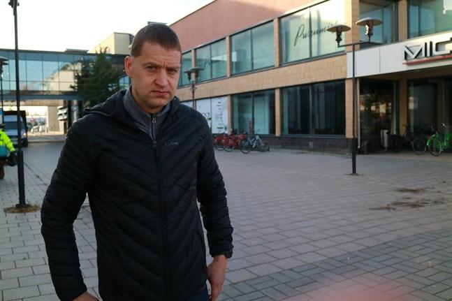 Fotbollsdomaren Jarkko Siltala från Karleby har 180 ligamatcher på sitt konto.
