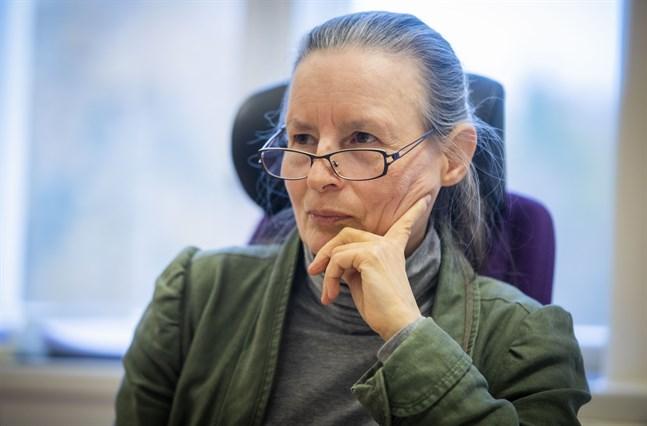 Mirja Remes, direktör för psykiatrin vid Vasa centralsjukhus, räknar med att vården bli bättre när läkare skickas från centralsjukhuset att ta emot patienter på vårdcentralerna.