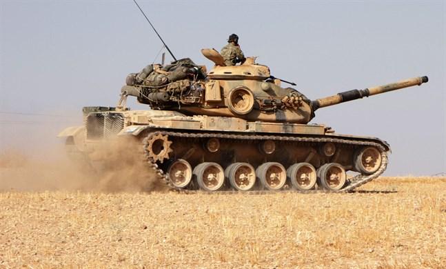 Turkiska soldater körde på måndagen med den USA-tillverkade pansarvagnen M60 i närheten av Tukhar i norra Syrien. Finland stoppade exporten av patroner till Turkiet redan i september.